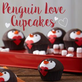 THE WILTON METHOD | PENGUIN LOVE CUPCAKES